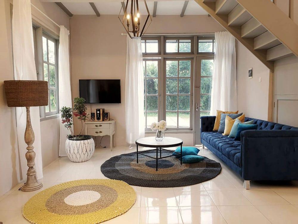 thevillas100-sky-villa-living1